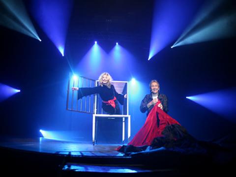 Spectacle magie et humour pour l 39 v nementiel - Explication tour de magie femme coupee en deux ...