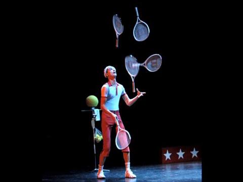 Jongleur avec balles et raquettes de tennis dom dom - Image jongleur cirque ...