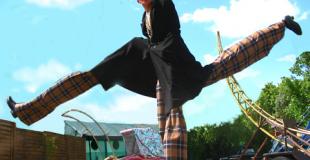 Spectacle de rue déambulatoire dansé et sur échasses