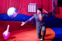 Clown de reprise et jongleur