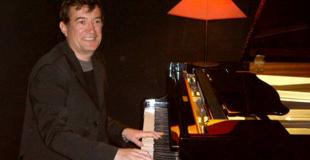 Pianiste autour d'une exposition (92)