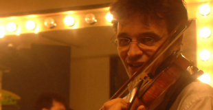 Violoniste et accordéoniste en accueil de soirée russe (75)